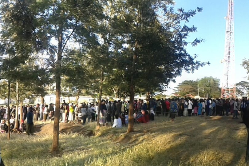 Queue at a voting centre in Kenya